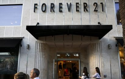 Forever 21 slammed for using white model to promote Black Panther-inspired top