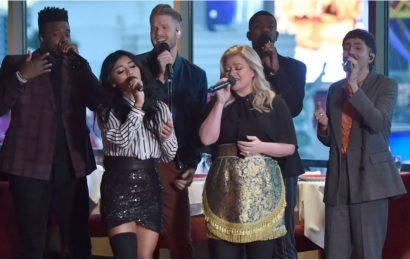 """Kelly Clarkson and Pentatonix's Cover of """"My Grown Up Christmas List"""" Is a Gift to Us All"""