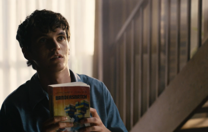What Fans Should Know About That 'Bandersnatch' Book In The 'Black Mirror' Movie