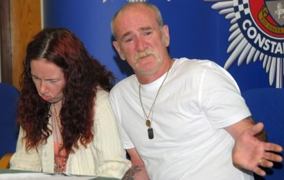 Evil killer dad Mick Philpott learns to play guitar in prison after he's allowed instrument in cell