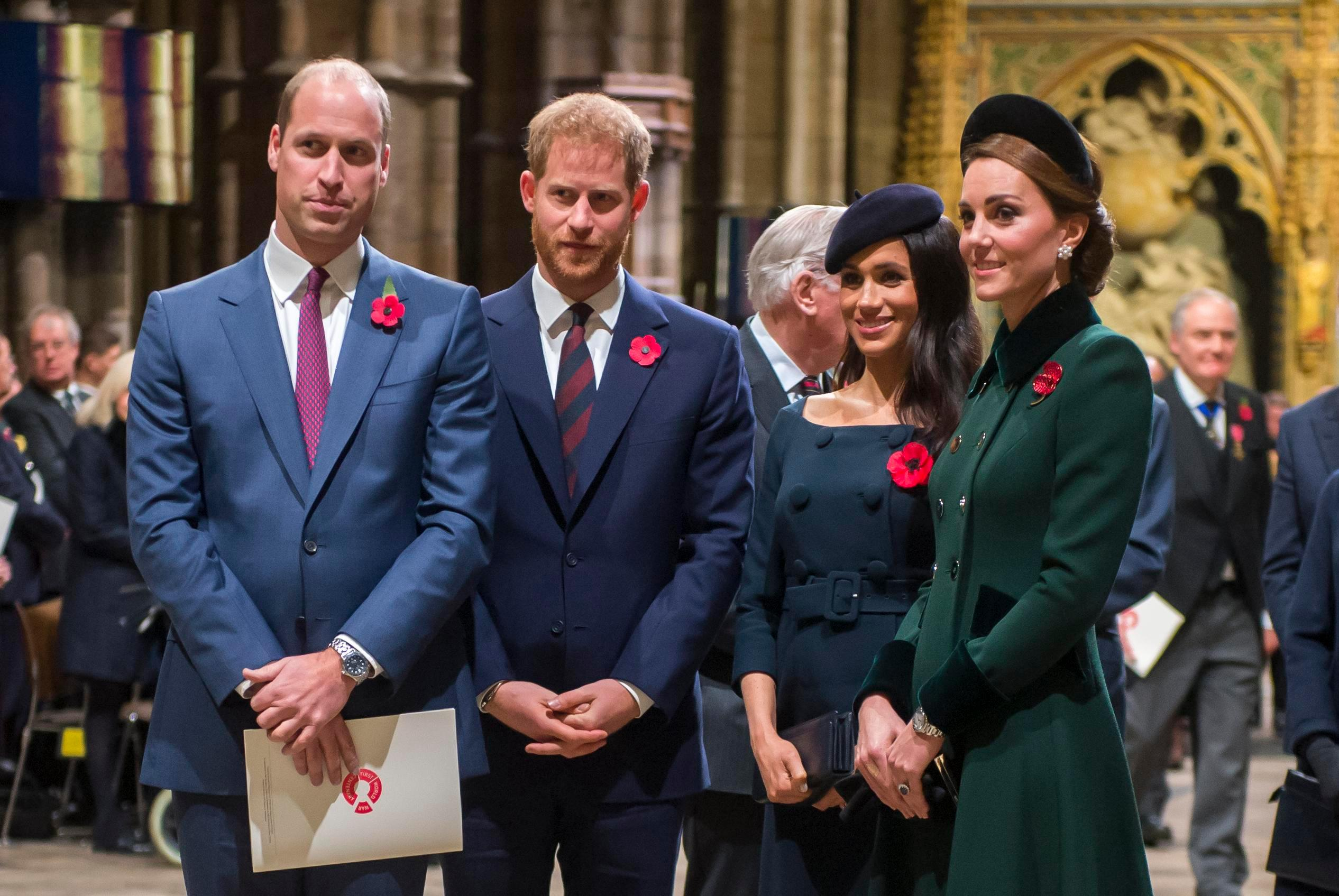 The Royal Family have a joint Whatsapp group and we'd love to get in on that chat
