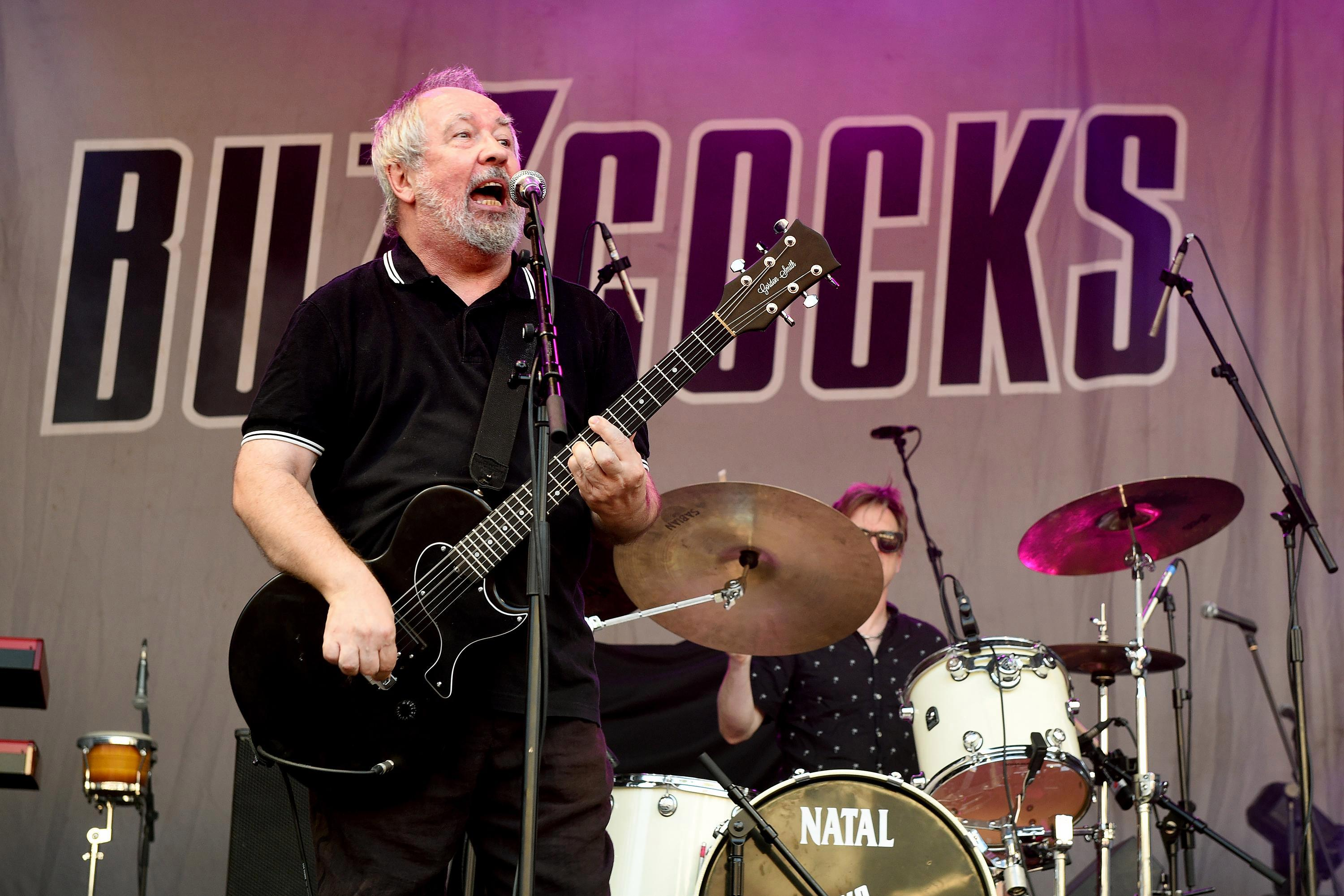 Who was Pete Shelley and when did he found the Buzzcocks with Howard Devoto?