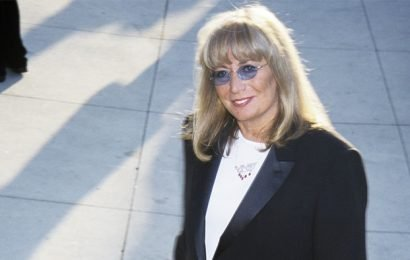 Hollywood Pays Tribute to 'Trailblazer,' 'Pioneer' Penny Marshall