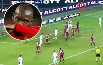 Cristiano Ronaldo dubbed 'a poor man's Lukaku' after shot goes out for a throw-in