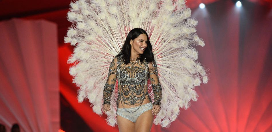 Victoria's Secret Model Adriana Lima Takes Emotional Last Walk Down The Runway Before Retirement