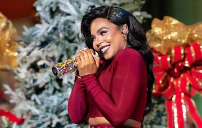 Ashanti is giving her friends deodorant for Christmas