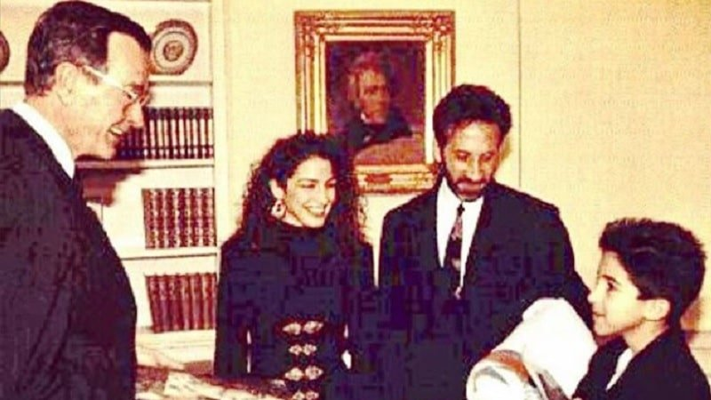Gloria Estefan shares photo and heartwarming story about George H.W. Bush