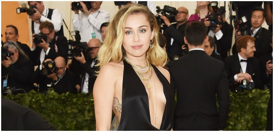 Miley Cyrus Goes Braless In Sexy Skin-Tight Outfit