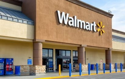 Police officers respond to shoplifting at Walmart, help thief buy the boots he needs for a job