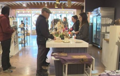 Edmonton's local stores experiencing more pre-Christmas shoppers