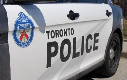 1 seriously injured, 1 in custody after stabbing in downtown Toronto: police