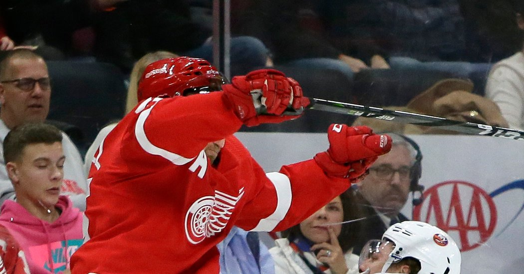 Islanders Rally Behind a Teammate, and Then Past the Red Wings