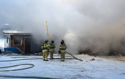 Edmonton firefighters battle, lack of hydrants, cold temperature and fire