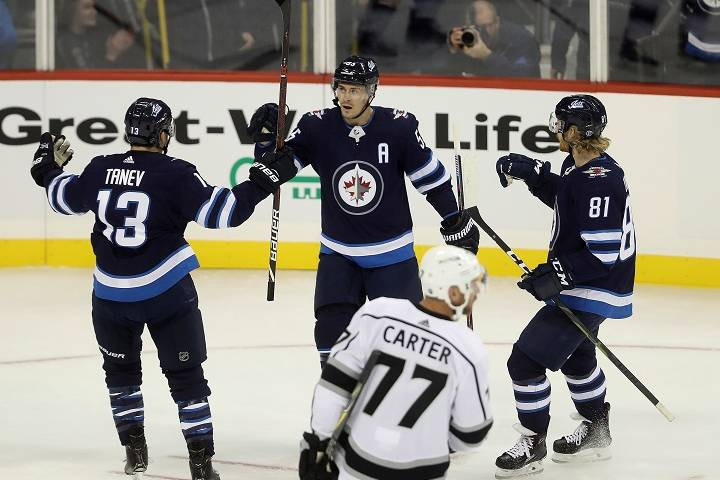 Winnipeg Jets players help student make it to her exam on time