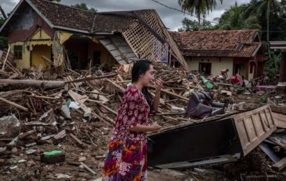Indonesia tsunami: Stay away from the sea, officials urge