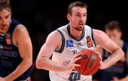 Melbourne United to manage Mitch McCarron knee injury
