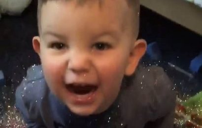 Mischievous toddler covers himself and his bedroom in glittes