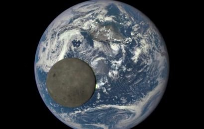 Chinese spacecraft nears landing on far side of moon