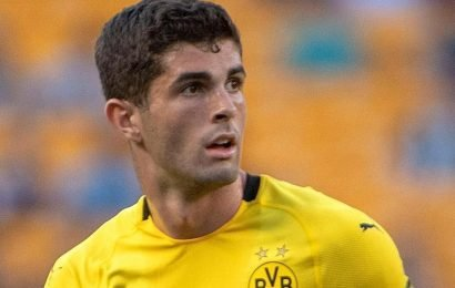 How old is Christian Pulisic, what position does he play, and what is his transfer fee to Chelsea?