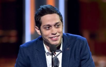 Pete Davidson Talked Ariana Grande & 'Smiled Sheepishly' About Kate Beckinsale At Stand-Up Show