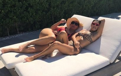 Kourtney Kardashian & Kris Jenner & More Mom-Daughter Duos Who Look Amazing In Swimsuits