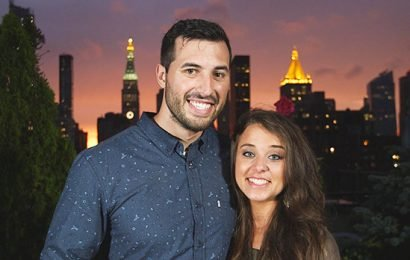Jinger Duggar Covers Stomach In 1st Pic Since Pregnancy Rumors — See Family Photo
