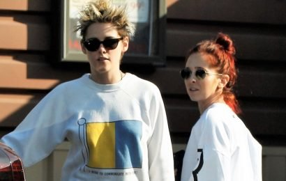 Kristen Stewart & Sara Dinkin Couple Up For Grocery Run!
