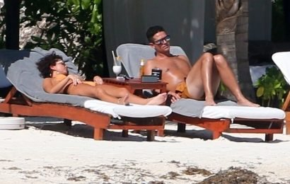 Sarah Hyland & Wells Adams Hang Out Beachside in Mexico!