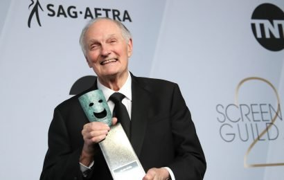 SAG Awards: Alan Alda celebrates others, not himself, with touching Life Achievement speech