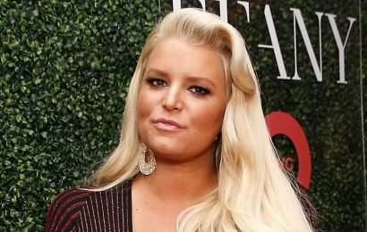 Did pregnant Jessica Simpson just win the #10yearchallenge with a foot photo?