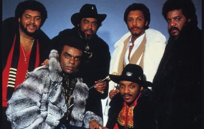 The Isley Brothers Pay Emotional Tribute To Aretha Franklin