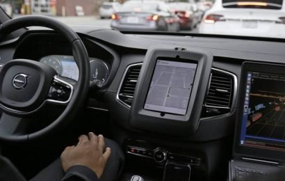 Transportation minister announces driverless cars allowed on Ontario roads