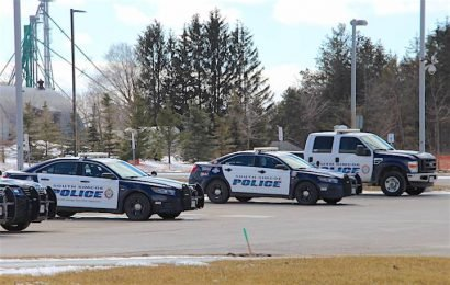 Barrie man charged after allegedly fleeing RIDE stop in Innisfil