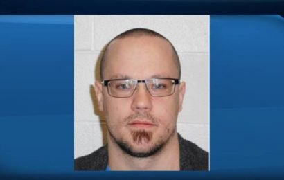 Police seek federal inmate wanted on Canada-wide warrant