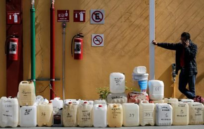 Mexico fuel shortage worries industry as lines in capital grow
