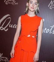'I don't worry about awards' – confident Saoirse Ronan steps out for Irish premiere of 'Mary Queen of Scots'