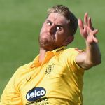 Olly Stone signs contract to stay at Warwickshire until 2022
