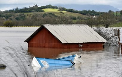 California river flood has turned two towns into 'islands'