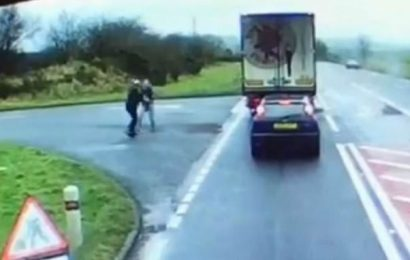 HGV driver overtakes lorry before having a fight with other trucker