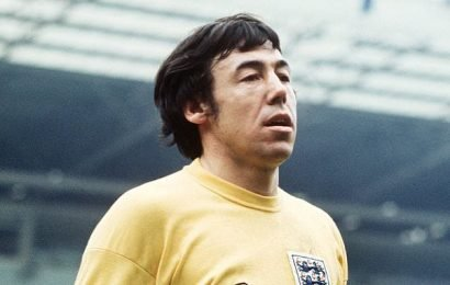 STEPHEN GLOVER: it's grossly unjust Gordon Banks was never knighted