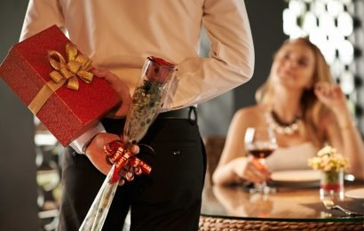 Brutal 'Valentighting' trend sees couples split before Valentine's Day to avoid buying presents
