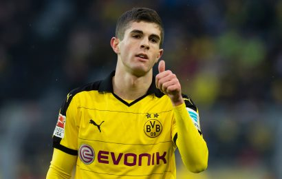 How old is Christian Pulisic, does he play for Chelsea and is why he playing against Tottenham for Dortmund tonight?
