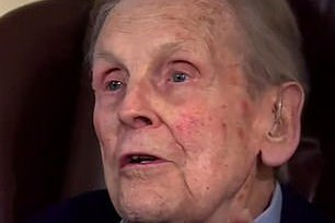 Survivor of the Great Escape who was spared because Nazis thought he was related to Winston Churchill dies aged 99