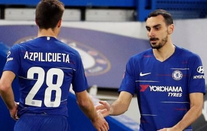 Sarri 'deliberately ruining' Chelsea with 'shocking' subs after bringing on right-back Zappacosta when 2-0 down against Man Utd, fans rage
