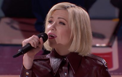 Carly Rae Jepsen Does Canada Proud With Sweet Rendition Of 'O Canada' At NBA All-Star Game
