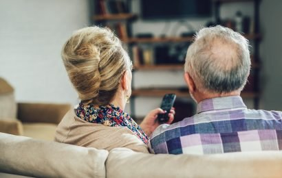 Watching 3.5 hours of TV a day increases risk of dementia: study