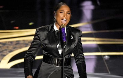 Jennifer Hudson Delivers Powerful Performance Of 'I'll Fight' At The Oscars
