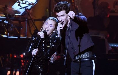Watch Miley Cyrus and Shawn Mendes Perform 'Islands in the Stream' for Dolly Parton
