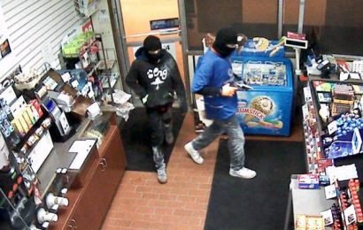 2 suspects sought after armed robbery in Battleford, Sask.