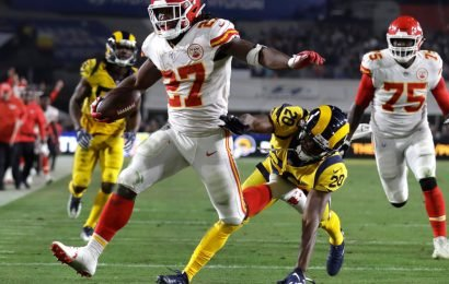 Kareem Hunt Gets Contract From His Hometown Browns